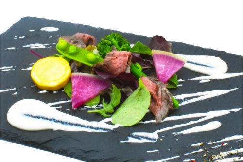 ローストビーフと旬野菜のサラダ